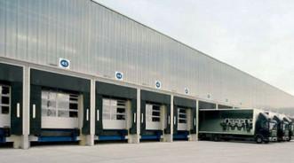 Как выбрать складские ворота — особенности докинга на складе