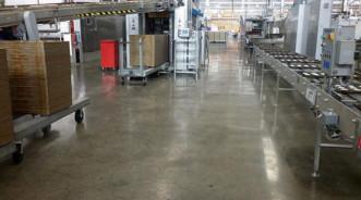 Полированный бетонный пол на заводе по производству продуктов питания