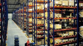Полы для складов с многоярусными стеллажами: требования, проектирование и советы
