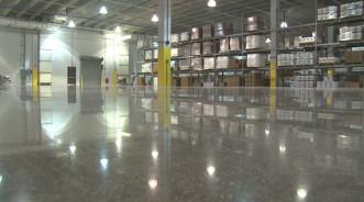 Какие полы для склада выбрать и что учитывать при монтаже?