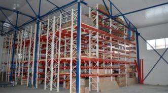 Трехэтажные мезонинные стеллажи для склада автозапчастей