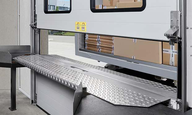 Новые складские ворота для загрузки посылок от компании Hörmann
