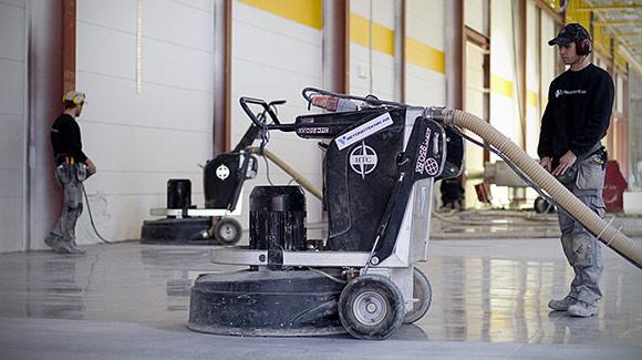 полированный бетонный пол в складских помещениях