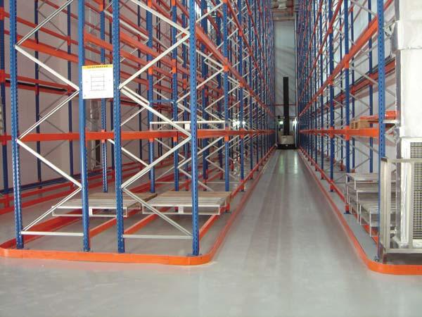 как выбрать правильный пол на складе под стеллажи