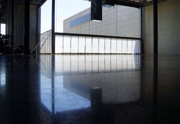 Полированный бетонный пол в холодильном складском помещении