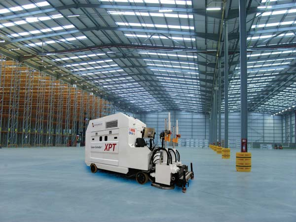 Platinum-Ultraflat-floor-grinding-with-the-Laser-GrinderR-XPT