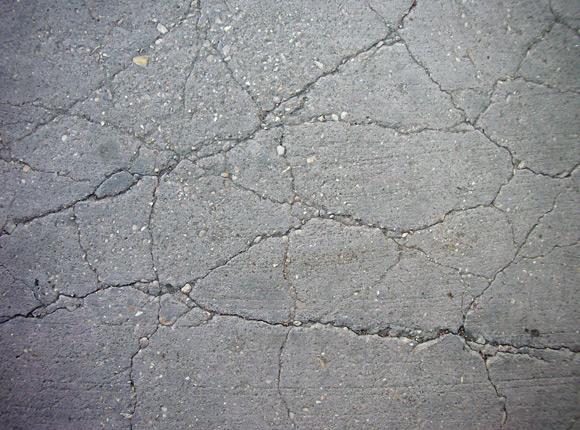 Как избавиться от трещин в бетонном напольном покрытии?