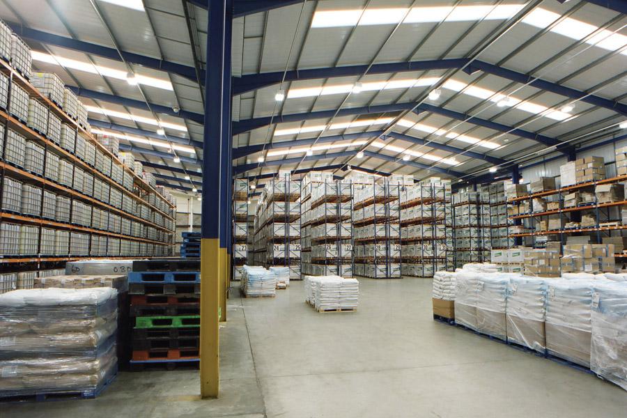 Освещение в складском помещении
