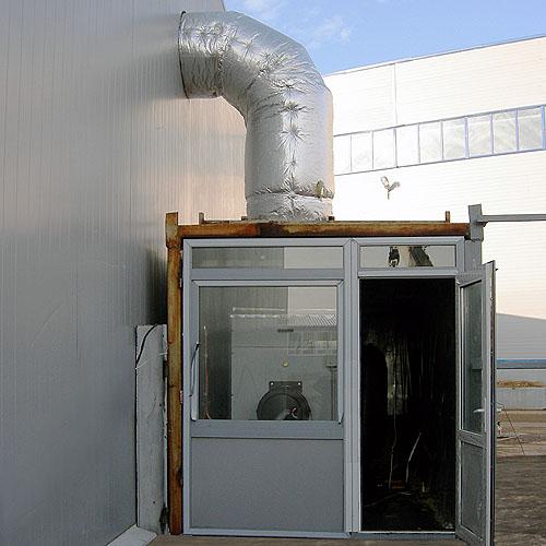 Малый склад отапливается  теплогенератором, установленным  в контейнер 20 ft.