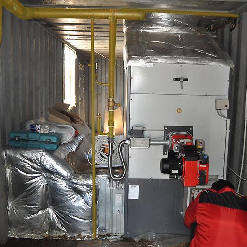 Теплогенератор установлен в  стандартном морском контейнере